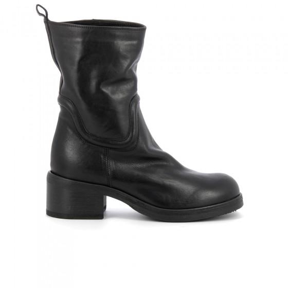 boots tash too